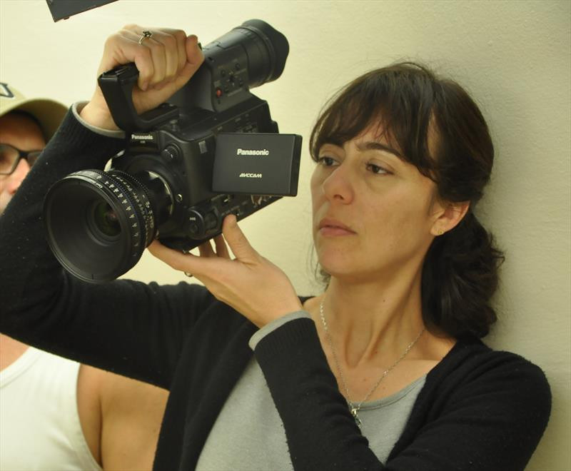 Cineasta curitibana faz pré-estreia de filmes neste domingo