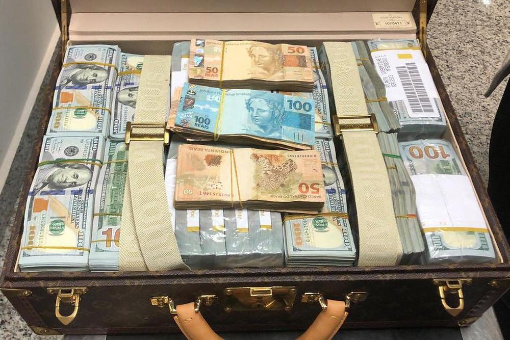 Filho de ditador da Guiné Equatorial tem U$ 1,5 milhão apreendidos