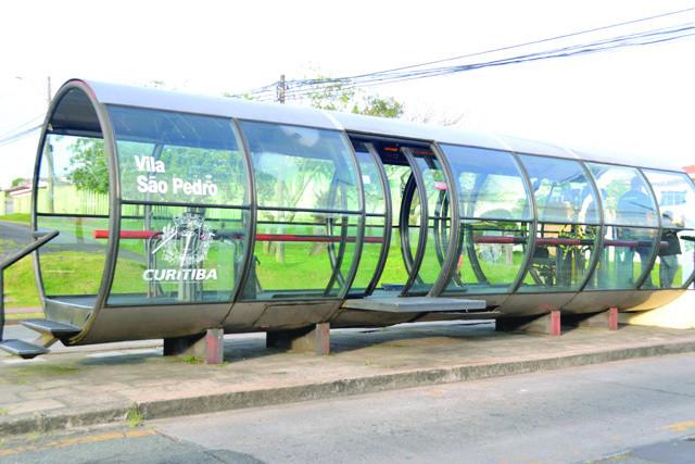 Estação-tubo incendiada no Xaxim passa por reforma