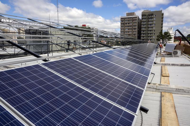 Palácio 29 de março recebe painéis solares