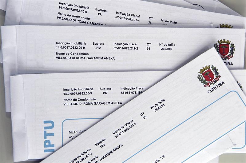 Carnês de IPTU de Curitiba começam a ser entregues