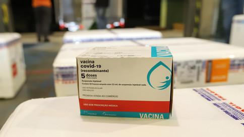 Paraná começa a distribuir vacinas para trabalhadores da educação