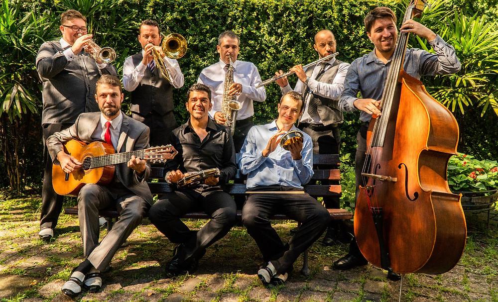 Sapato Furado Orquestra de Gafieira lança primeiro álbum