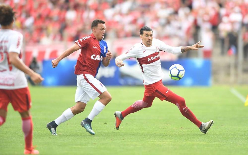 Paraná arranca empate com Inter na despedida