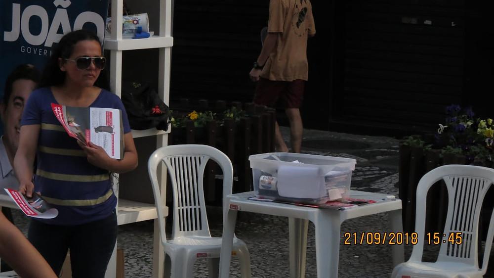 Justiça apreende material ilegal contra Ratinho em barraca de João Arruda