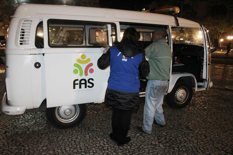 FAS resgata moradores de rua do frio