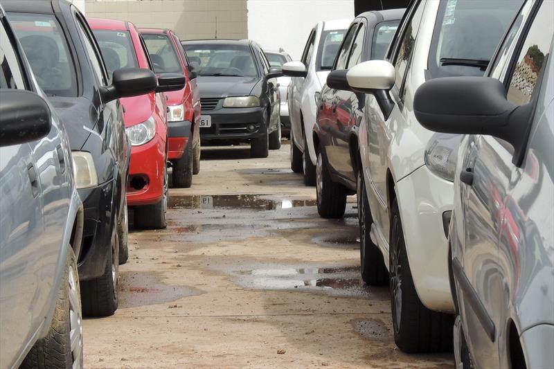 Setran faz leilão de veículos apreendidos e de sucata