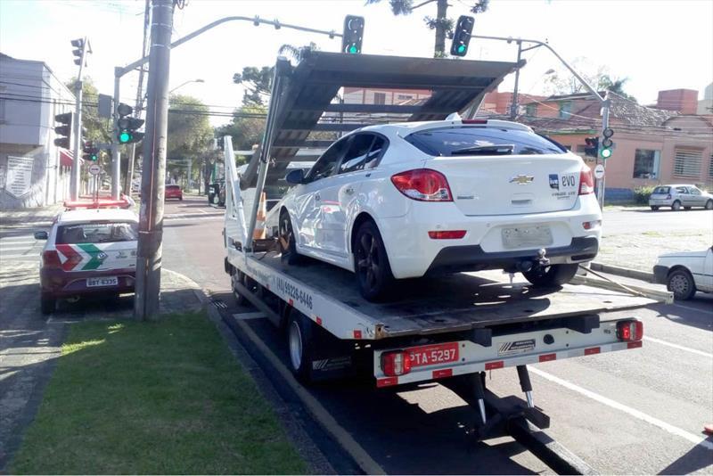 Carro é apreendido com R$ 77,5 mil em débitos e multas