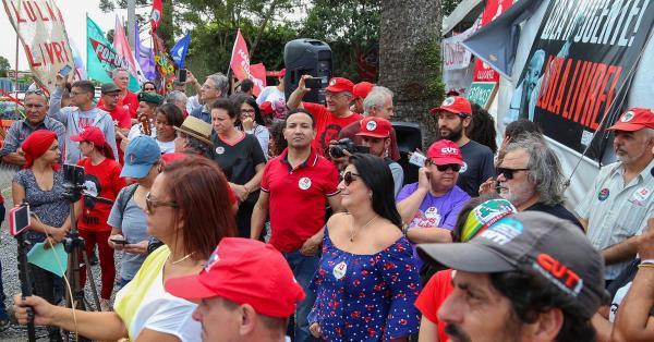Acampamento pró-Lula é desmontado em Curitiba