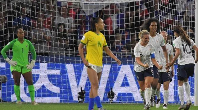 Brasil perde na prorrogação e dá adeus à Copa