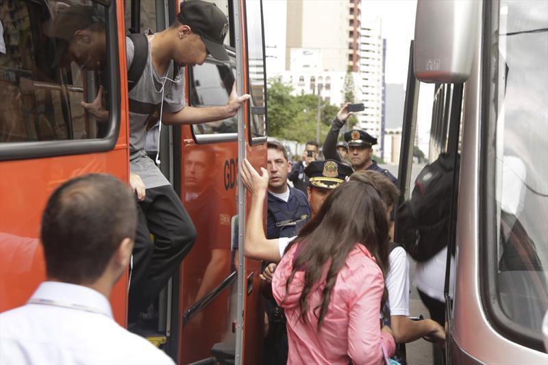 Empresas apontam 4 mil fura-catracas por dia nos ônibus