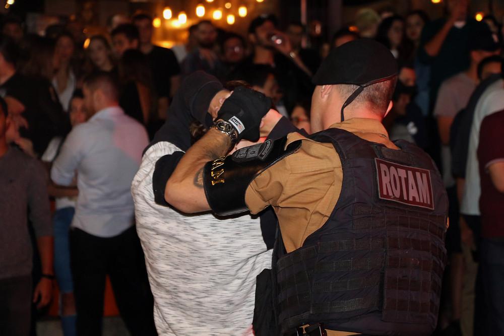 Operação contra tráfico no Batel prende 15 pessoas