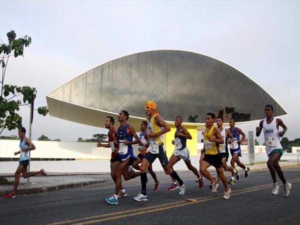 Maratona de Curitiba provoca alterações de trânsito no domingo