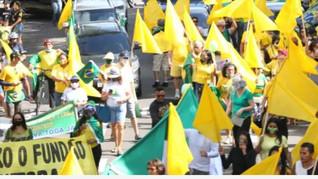 Apoiadores de Bolsonaro fazem ato a favor do voto impresso no Rio
