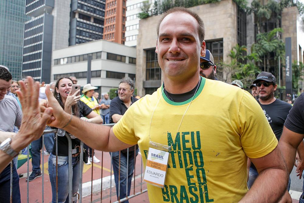 """Filho de Bolsonaro diz que """"mulheres de direita são mais bonitas e higiênicas"""""""