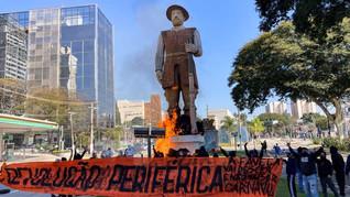 Em SP, manifestantes colocam fogo na estátua de Borba Gato
