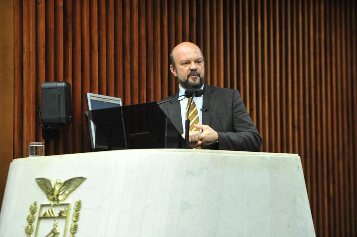 Assembleia aprova requerimento contra corte de verbas nas universidades