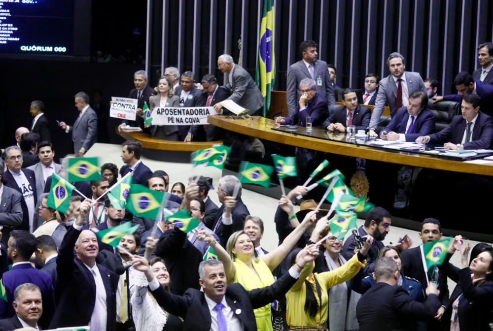 Câmara aprova texto-base da reforma da Previdência por 379 a 131