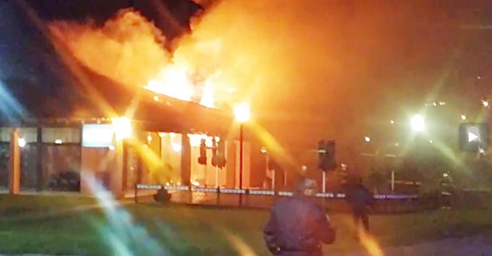 Incêndio destrói parte do Restaurante Maggiore no Parque Barigui