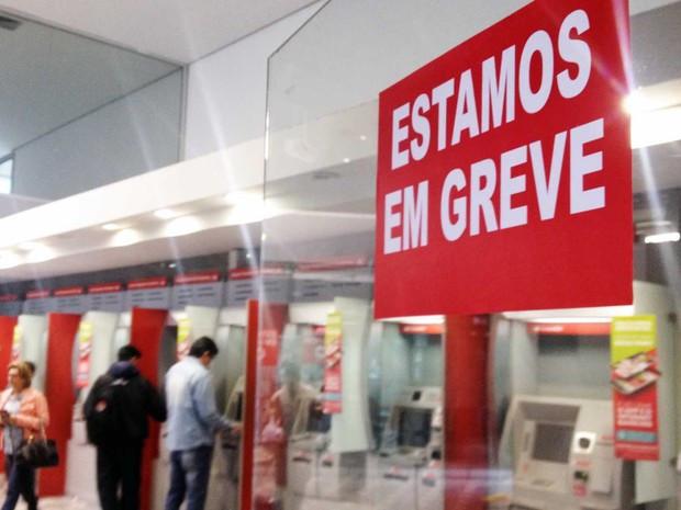Bancários de Curitiba aderem à Greve Geral e param na sexta