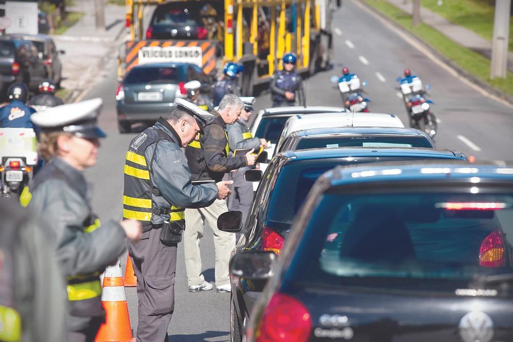 Blitze em Curitiba rendem 75% de multas gravíssimas
