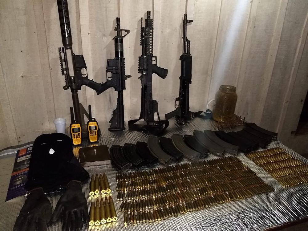 Polícia apreende armamento pesado em operação na RMC