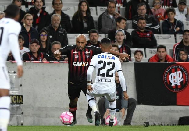 Atlético goleia Sport e sobe na classificação