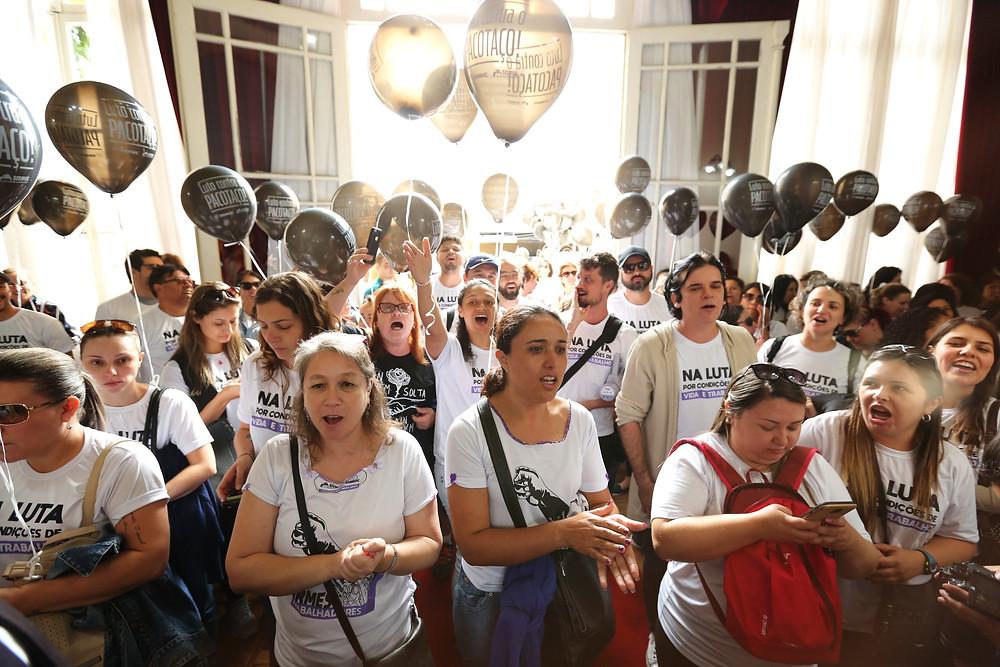 Servidores municipais protestam contra reajuste de 3%