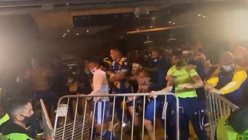 Técnico do Boca diz que jogadores foram agredidos e se defenderam