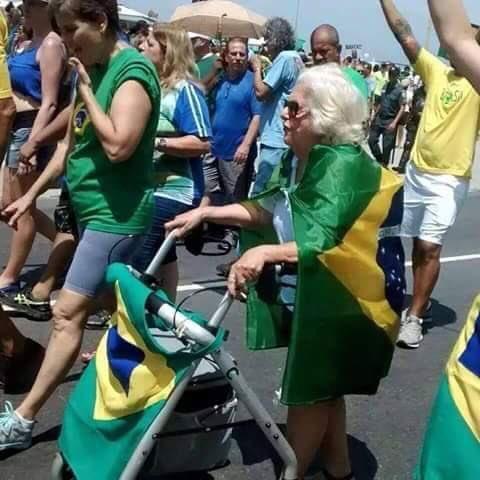 Bolsonaro publica foto de idosa que morreu há seis meses