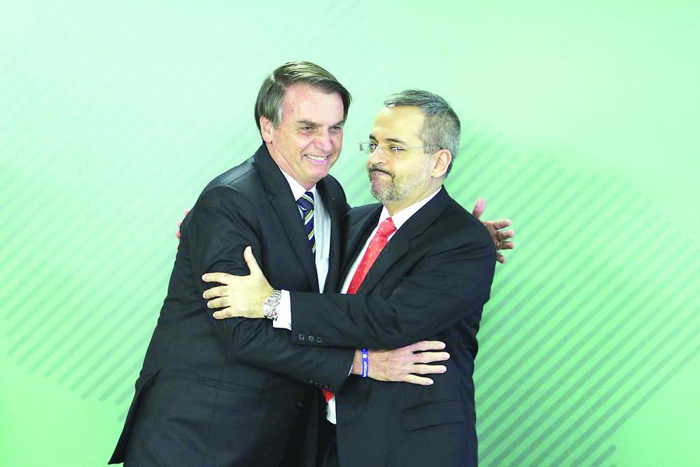 Novo ministro substitui toda a cúpula do MEC