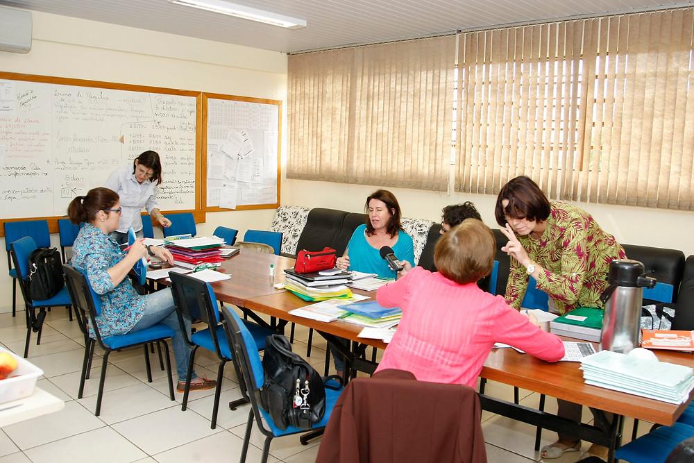Professores poderão fazer hora atividade fora da escola