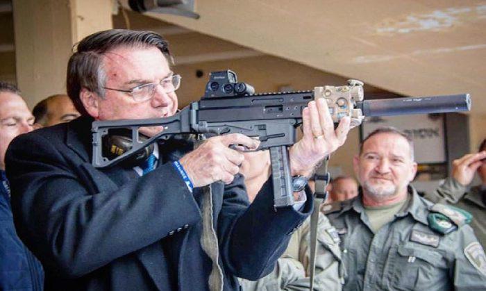 Bolsonaro publica novo Decreto de Armas e retira acesso a fuzis
