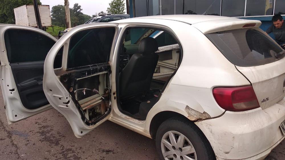 PRF apreende carro com R$ 100 mil em multas