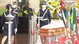Corpo de Bruno Covas é enterrado em Santos