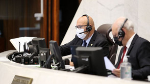 Deputados iniciam votação do orçamento do Paraná