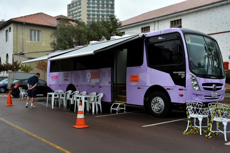 Ônibus Lilás leva apoio às mulheres vítimas de violência
