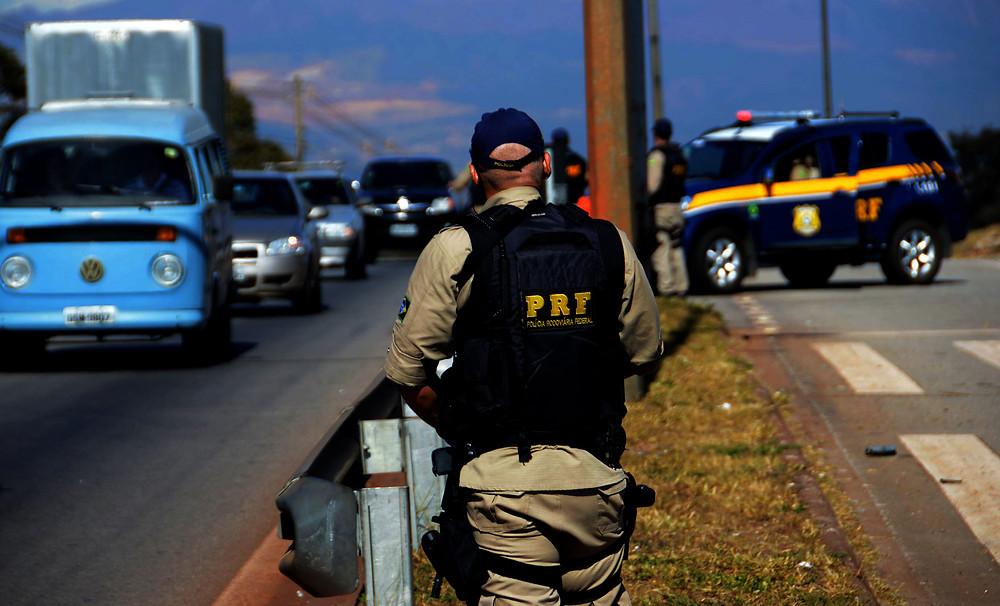 PRF aplica 13,8 mil multas por excesso de velocidade no Paraná