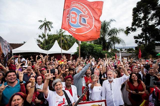 Vigília Lula Livre reúne 500 pessoas no Natal
