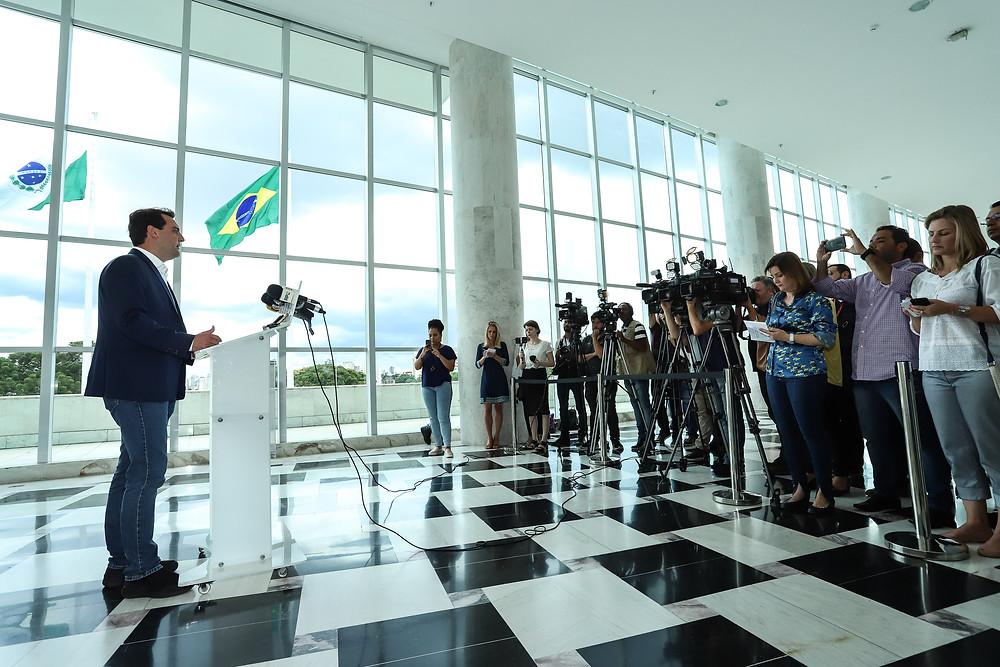 Ratinho Jr. congela salário do primeiro escalão