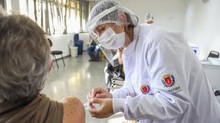 Mil profissionais trabalham para Curitiba ultrapassar 1 milhão de vacinados