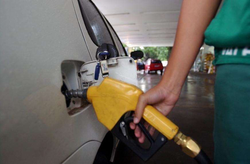 Petrobras poderá manter preço da gasolina por 15 dias