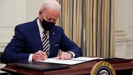 Biden anula proibição de Trump de transgêneros nas Forças Armadas