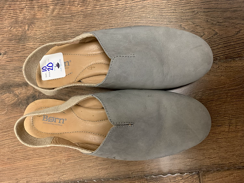 Born close toe sandals size 10