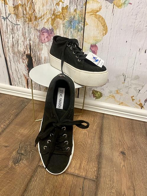 Size 6.5 Steve Madden platform shoes