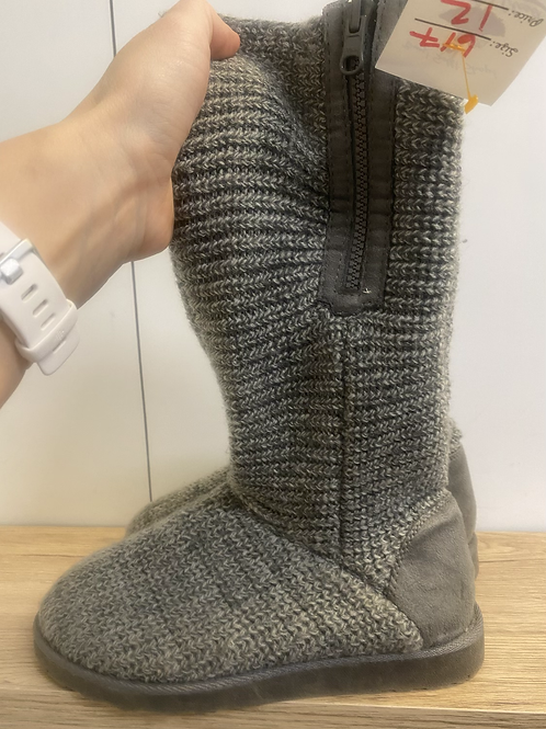 SIZE 7 SO sweater boots
