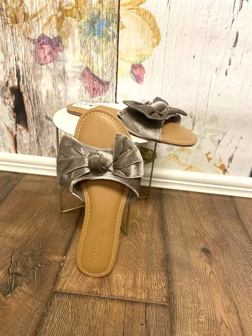 Size 6 bow sandals