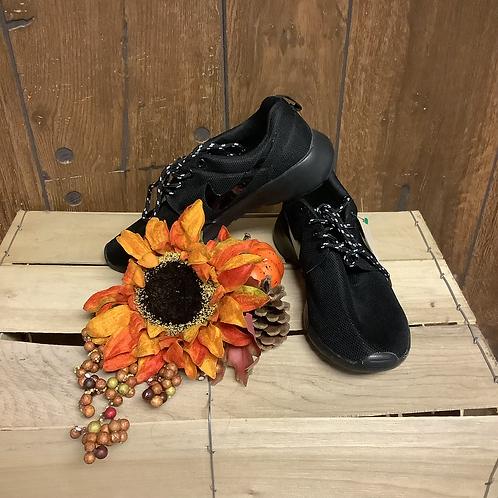 Black Nikes size 6