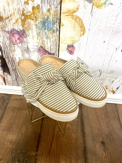 7.5 Slip on shoes