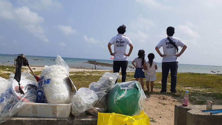H.清掃を終え、海を眺める
